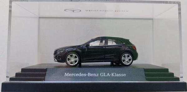 """MB GLA-Kl. X156 """"kosmosschwarz"""