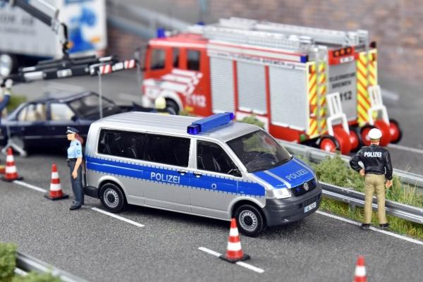 """Polizei Bremen - VW T5 LR """"Streifenwagen"""""""" Sondermodell Auflage nur 100 Stk Edition No.12"""